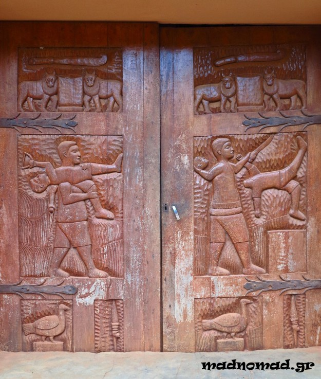 Even the wooden carvings on the doors of the palaces in Abomey show how blood-thirsty the tribes dominating this region were...