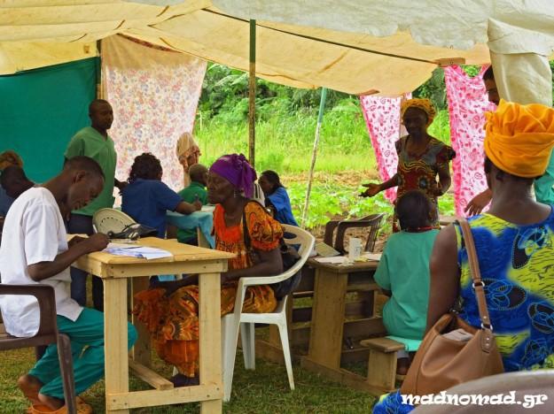 Εκατοντάδες ασθενείς έρχονται από τους γειτονικούς οικισμούς για να εξεταστούν δωρεάν από τους εθελοντές της Ascovime.