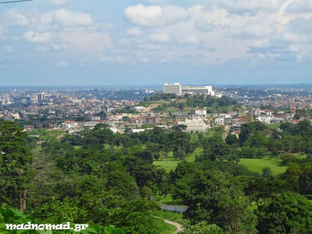 Η Yaoundé είναι μια από τις πιο ευχάριστες αφρικανικές πρωτεύουσες που έχουμε επισκεφτεί, χτισμένη πάνω σ' επτά λόφους.