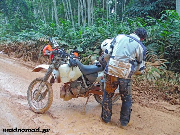 Πρώτη φορά στη ζωή μου ένιωθα πώς είναι να πέφτεις απ' τη μοτοσυκλέτα, να σέρνεσαι στο δρόμο και ν' αναρωτιέσαι πότε και πού θα σταματήσεις...
