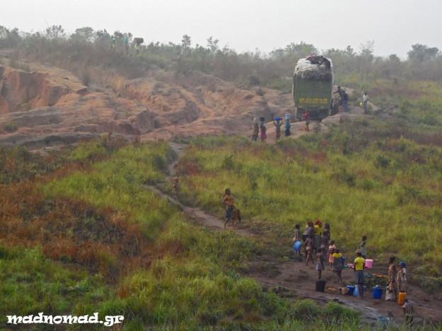 Δεν είναι και τόσο αξιοπερίεργο που πολλά φορτηγά χρειάζονται γύρω στους τρεις μήνες για να καλύψουν τα περίπου 2.500 χλμ. από την Κινσάσα ως το Lubumbashi!
