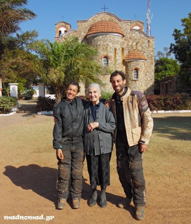 Η αξιολάτρευτη κ. Θεανώ μας έλεγε με μάτια βουρκωμένα πως της δώσαμε τόση πολύ χαρά που την επισκεφτήκαμε...