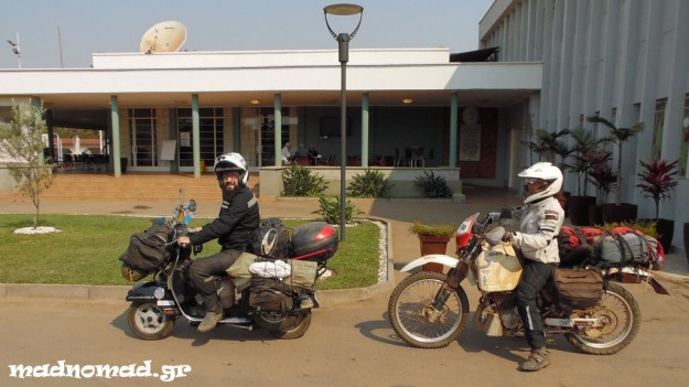 Η Χριστίνα αποχώρησε μαζί με το Στέργιο μέχρι τη γειτονική Ζάμπια, για να επιστρέψει από 'κει στην Ελλάδα αεροπορικώς...