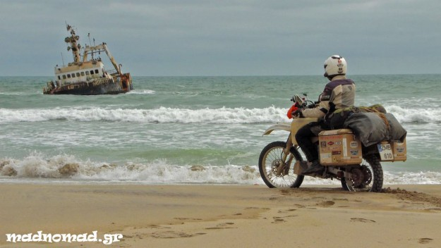 Ένα από τα πολλά ναυάγια στην Ακτή των Σκελετών...