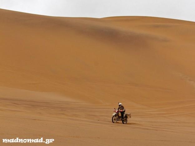 Στην αρχαιότερη έρημο του κόσμου βρισκόμουν, στη Ναμίμπ! Θα 'χανα την ευκαιρία να παίξω στους αμμόλοφους;