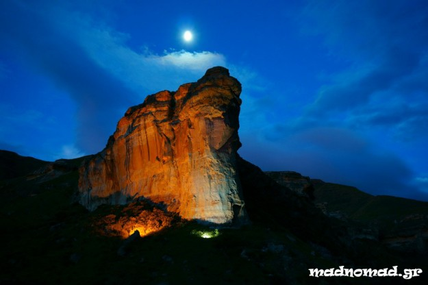 Full moon over the famous Brandwag Buttress... Magic!