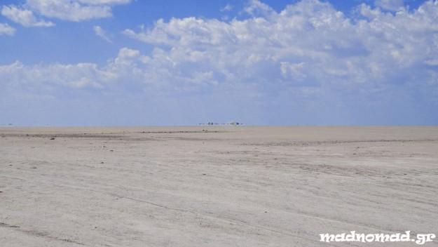 Τα Makgadikgadi Pans, στην ευρύτερη περιοχή της Ερήμου Καλαχάρι, αποτελούν το μεγαλύτερο δίκτυο αλυκών στον κόσμο!