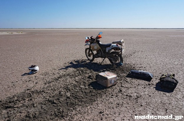 These salt pans are full of surprises... The mud looks dry but it's not!
