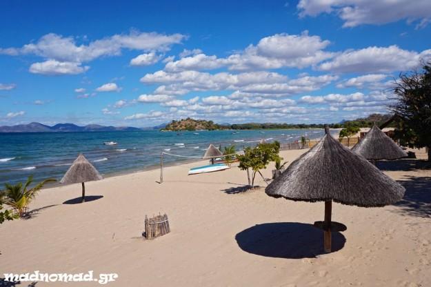 Οι εξωτικές παραλίες της Λίμνης Μαλάουι... Η συγκεκριμένη βρίσκεται στο Monkey Bay!