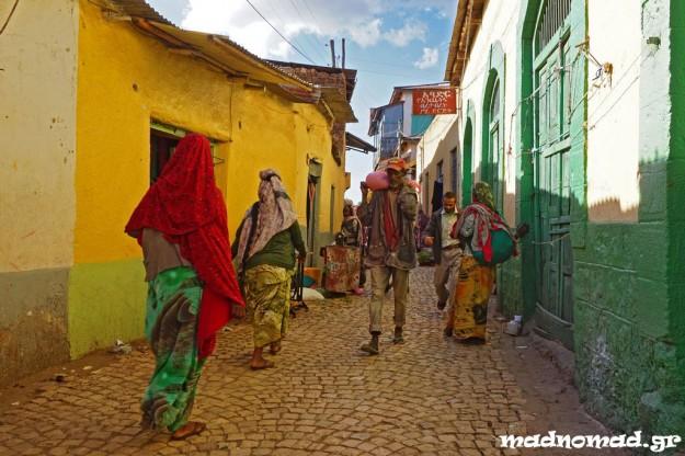 Η παλιά, ισλαμική πόλη της Harar βρίσκεται σχετικά κοντά στην Ερυθρά Θάλασσα κι αποτελούσε επί αιώνες σημαντικό σταθμό στο δρόμο των καραβανιών.