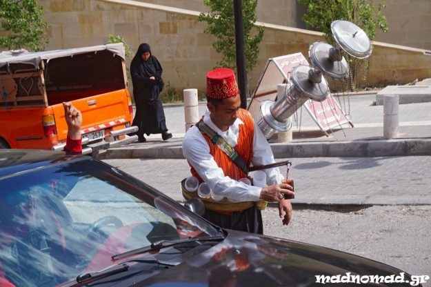 Τα δροσερά αναψυκτικά που πωλούνται στο δρόμο είναι ό,τι πρέπει για να καταπολεμήσει κανείς τη ζέστη...
