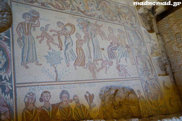 Η αρχαία Μήδαβα (Madaba) φημίζεται για τα σπουδαία μωσαϊκά της από τη βυζαντινή εποχή. Το συγκεκριμένο είναι εμπνευσμένο από την τραγωδία «Ιππόλυτος» του Ευριπίδη.